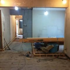 施工前。床も既存は再利用できず、全て貼り替えです。