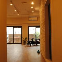 【HACO1】玄関からWORK ROOMを見たところ。