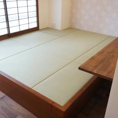 畳敷きの小上がりは2人並んでお昼寝もできるくらいの広さです。
