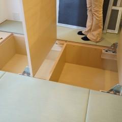 そして畳の下の空間は収納になっています。かなりの収納量があります。