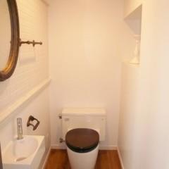 トイレもレトロな雰囲気に仕上げました。