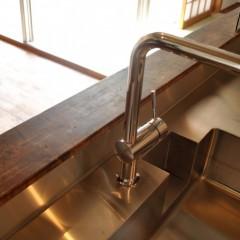 キッチンの水栓はグローエ社のものをチョイス。