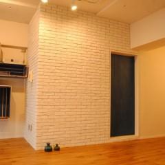 【HACO1】オフィスの壁は一部タイル仕上げにしました。