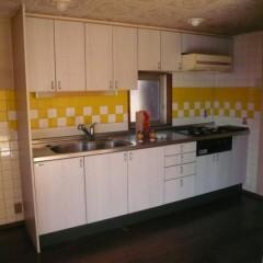 リノベ前。キッチンは壁付けでした。