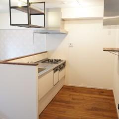 キッチンです。後ろ側にも十分なスペースを確保しました。
