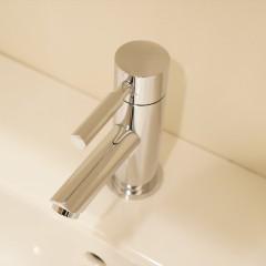 水栓のデザインもシンプルに。