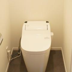 トイレはタンクレス。すっきりクリーンに。