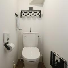 こちらは1階のトイレ。金物類はやはりウダツさんで統一。