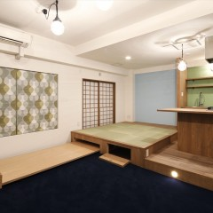 ベッドのほかにも収納スペースを作りました。限られた空間を最大限に活用しています。
