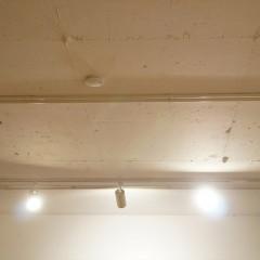 リビングは天井を抜いて躯体現しに。かなり天井高が上がりました。