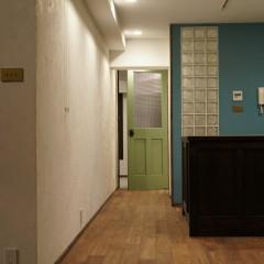 施主さまのこだわりが詰まった、色彩豊かなお部屋に仕上がりました。