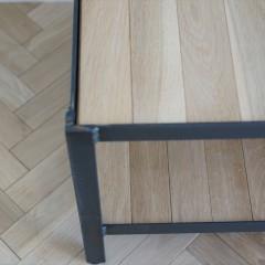 AVボードはウダツアイアンファクトリーさんのオーダー品。棚材は床材と同じものを貼りました。