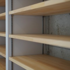 棚板です。収納するものに合わせて高さを変えられるようにしてあります。