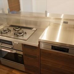 キッチンはパナソニックのシステムキッチンですが、お部屋の雰囲気にマッチしています。