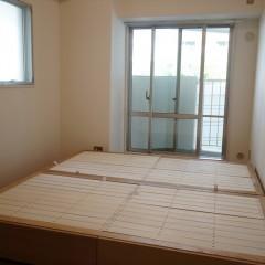廊下をはさんでリビングの逆側には2つの洋室があります。どちらもバルコニーに面しています。