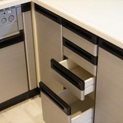 L型のキッチンは収納も多くて使いそうですね。