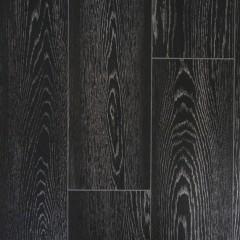 リビングの床材は黒を採用。実はフロアタイルなのですが、まるで無垢材のような質感。
