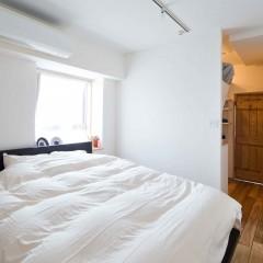 寝室とWICの間に扉は付けず、奥行を出しました。
