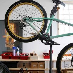 自転車が好きなご主人のための趣味部屋。無垢フローリングで、多少の傷は気にならないそう。