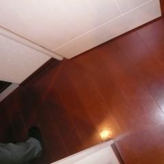 施工前③ 元は赤茶の合板フローリング。