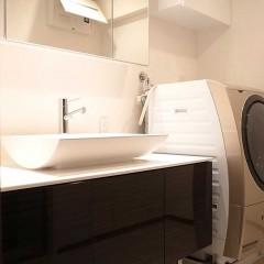 大きな洗面台は収納力も抜群です。