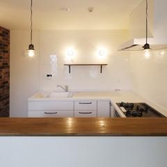 キッチンはパナソニック。正面にはサブウェイタイルを施工しました。