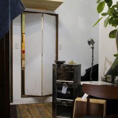 元々浴室だった場所は、ドアを作成しスタッフルーム兼ストックへ。