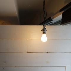 アンティークランプが心地よい空間にしてくれます。