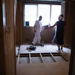 施工途中。施術スペースがどれぐらい必要か確認しています。