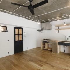 キッチン、照明、シーリングファン・・・一つ一つが絵になります。