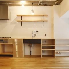 家具屋さんにお願いした、W3000のオーダーキッチン。何が飾られていくでしょうか?