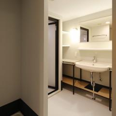 大人も子供も広々使える洗面スペース。
