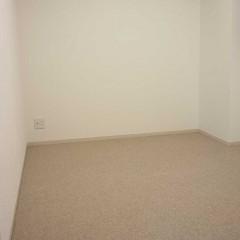 寝室も、施主さまが何をどう置くかなど、寸法にこだわった部屋に。