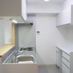 食器棚もセットで頼み、コンパクトスペースでも収納力抜群に。