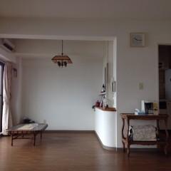 施工前① キッチン周りを覆うように壁がありました。