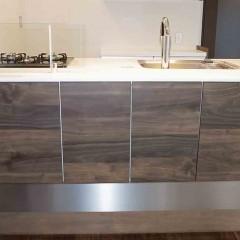 LD側からも収納できるタイプのキッチンです。