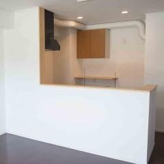 施工前、壁を向いていたキッチンは対面に。
