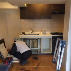 施工前②キッチン。吊り戸の高さがあり、かなり収納できるタイプでした。