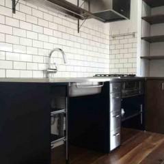 造作したキッチン。使う人によって、使い方を変えられるのがいいですね。