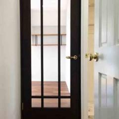 ガラスの大きなリビングドア。