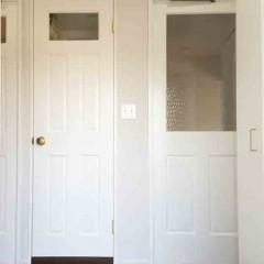玄関を開けて目に飛び込んでくるドアはそれぞれ形を変えて。