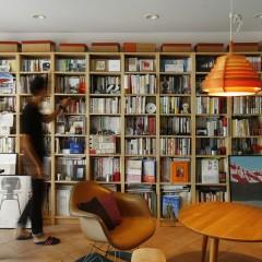 本に囲まれて。