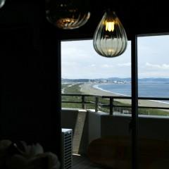 窓からは江の島が見えます。
