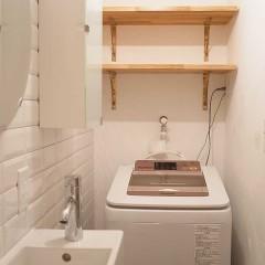 省スペースながら、ボックスや棚で収納を確保。