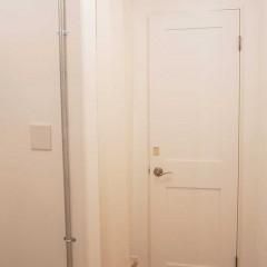 洗面への入り口は洋室と同じカーテンが目印です。