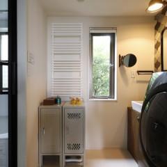 収納ボックス、鏡、照明、タオルウォーマー・・・ここにも施主様のこだわりが感じられます。