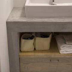 大きく取った洗面台は、引出一つでも十分な収納力。