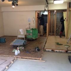 施工中①キッチン・洋室2部屋の間仕切りを撤去するとこんなに明るくなりました。