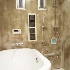 年数を感じるタイル貼りだった浴室はモルタルで仕上げました。