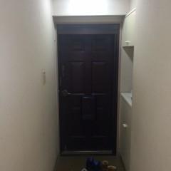 施工前①施工後と広さは変わらないですが、何となく狭さを感じる玄関。
